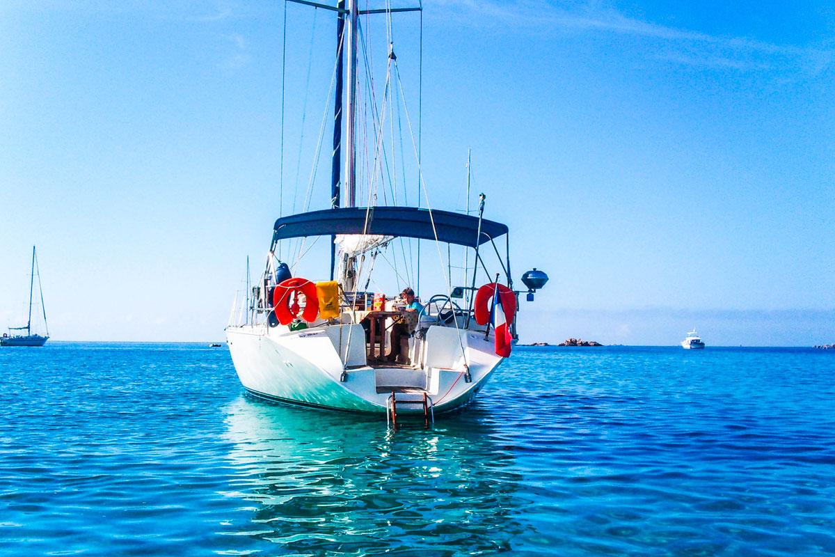 location bateau corse avec skipper voilier luckystar. Black Bedroom Furniture Sets. Home Design Ideas